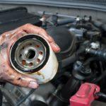 Jak i kiedy wymienić filtr oleju? Jak go odkręcić?